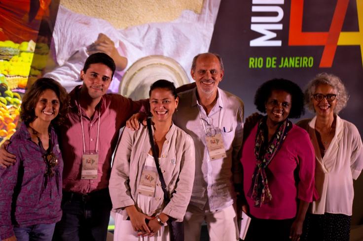 Da esq. para dir. Ciça Roxo, Joca Mesquita, Carol Graciosa, Chico Junior, Ana Ribeiro e Ana Pedrosa - Foto de Simone Carrocino